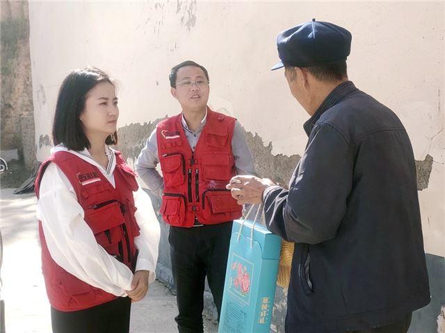 青海省五彩路慈爱公益促进会开展中秋为特殊学子送温暖的活动